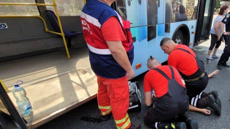 Водитель троллейбуса умер прямо за рулем в Киеве - фото