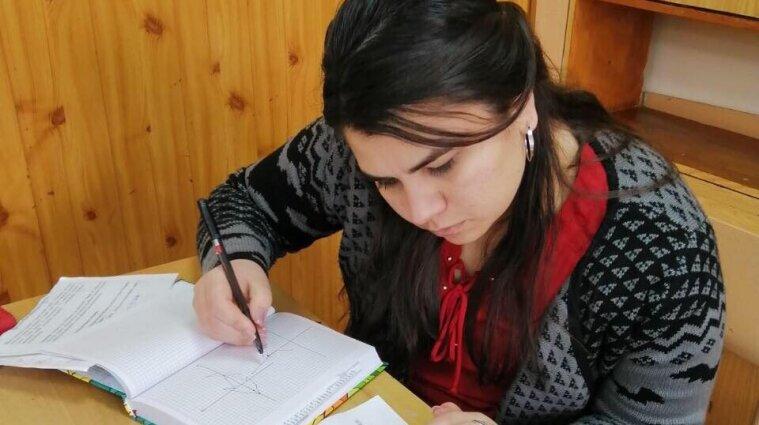 Дистанційка має свої плюси, але вона - для свідомих учнів: спецпроєкт до Дня працівників освіти