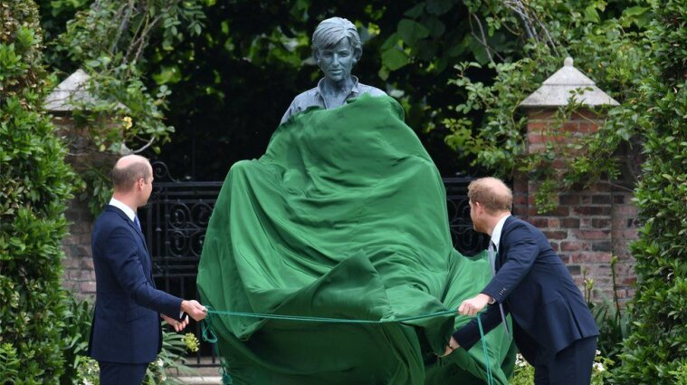 Уильям и Гарри открыли памятник принцессе Диане - фото