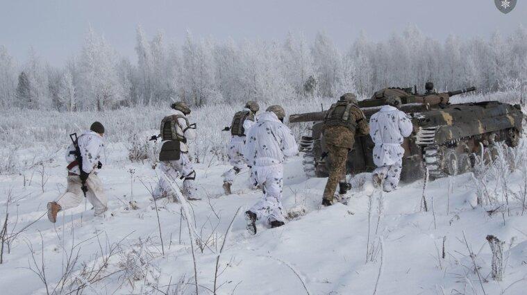 Обстрелы возле Авдеевки: один военный погиб, еще один ранен