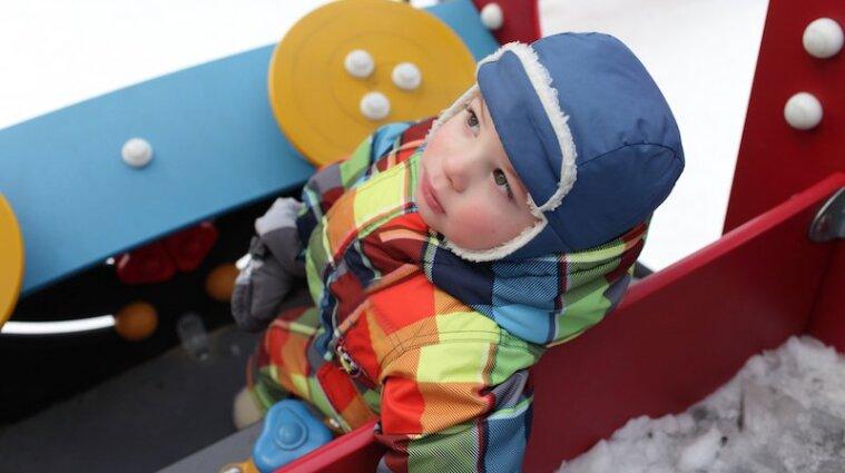 Малыши шумели: в Тернополе мужчина устроил стрельбу на детской площадке