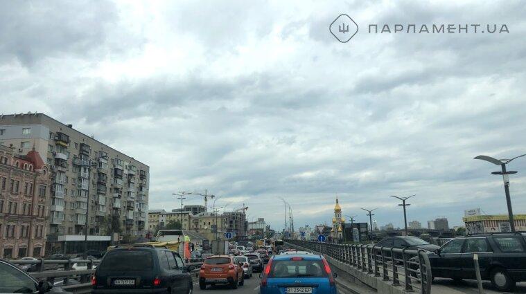 Після вихідних Київ стоїть у заторах: ситуація на дорогах
