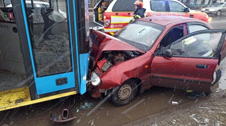 ДТП в Донецкой области: пострадавших вырезали из автомобилей