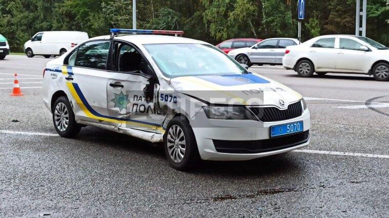Аварія за участі авто поліції у Києві: троє постраждалих - фото