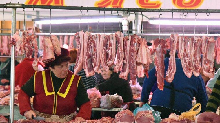В Одеській області на ринку продавчиня м'яса порізала свою колегу ножем - фото