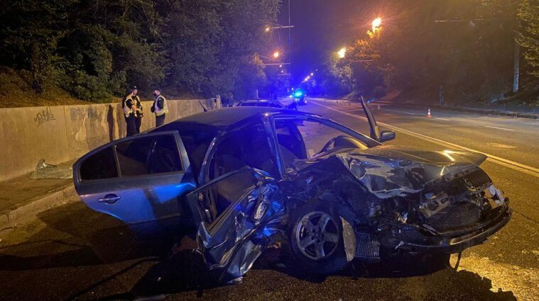 Шесть человек пострадали в ДТП в Запорожье - фото