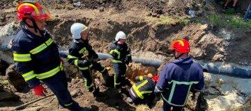 Двох людей живцем засипало землею у Тернополі - фото