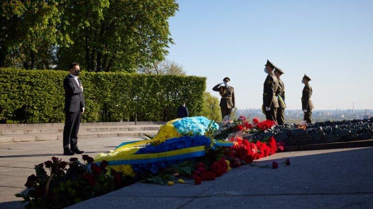 Президент вшанував пам'ять загиблих у війні та записав звернення до українців - відео