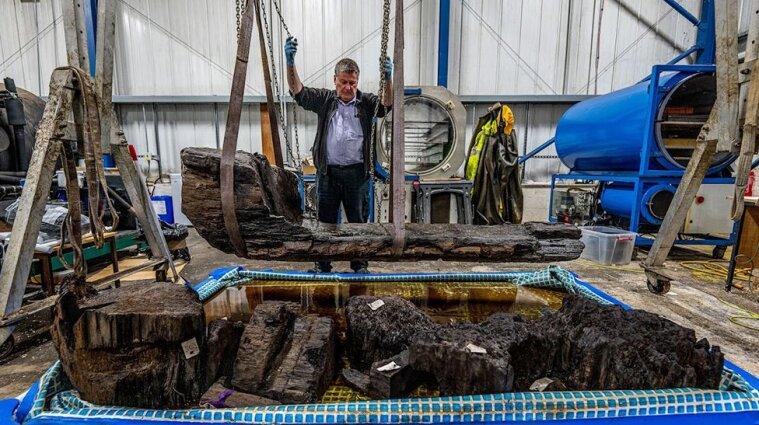 В Великобритании случайно нашли трехметровый гроб с останками, которому около 4 тысяч лет