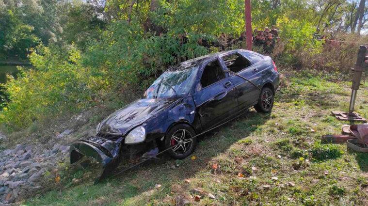 На Полтавщині витягнули з річки автомобіль з тілами трьох чоловіків - фото