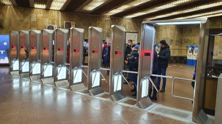 Киевское метро не будет принимать зеленые карты для оплаты проезда
