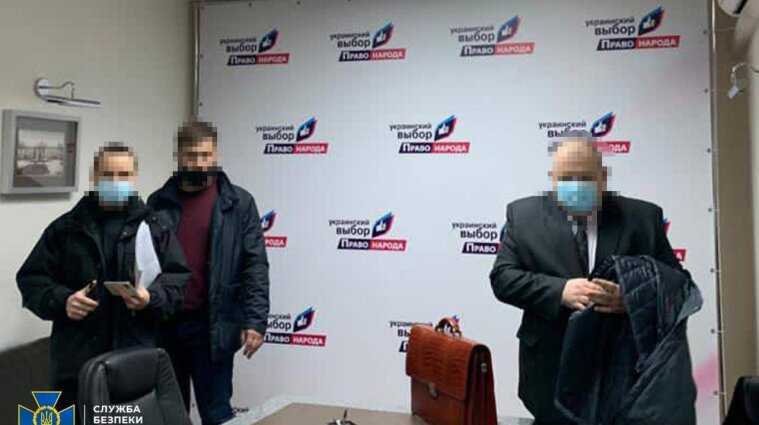 Силовики объяснили обыски в офисах Медведчука