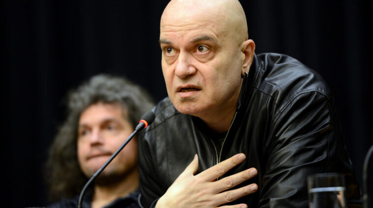 На парламентских выборах в Болгарии победила партия местного певца и шоумена