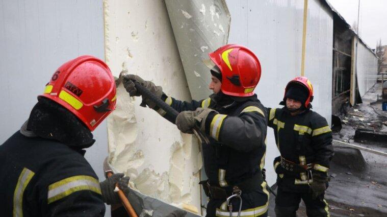 В Киеве загорелся хлебозавод: эвакуировали более 50 человек