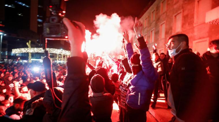 В Албанії поліціянт убив порушника карантину: люди вийшли на протести