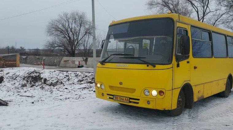 Кравчук ініціював запуск автобусів-човників через КПВВ