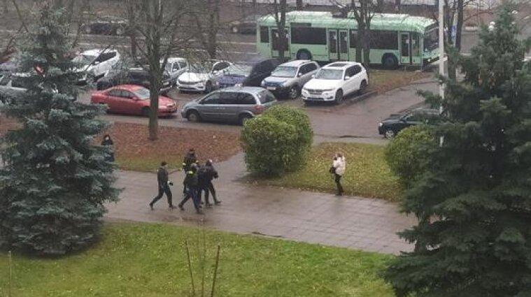 Протести у Білорусі: затримано майже 100 осіб, є постраждалі