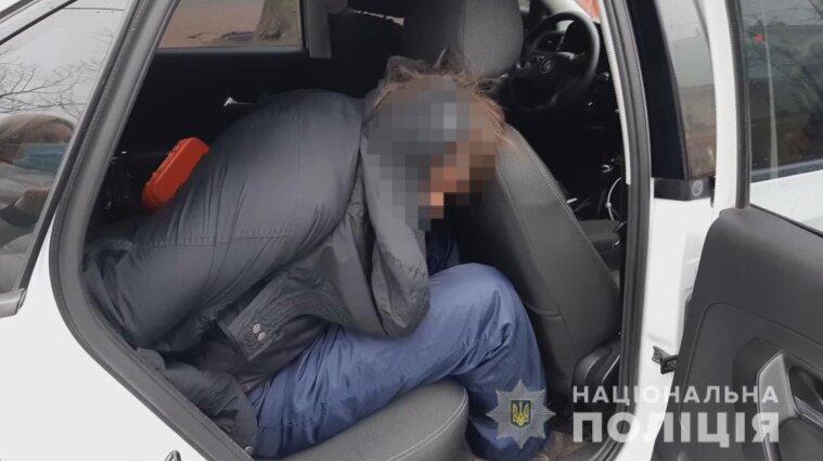 В центрі Одеси злочинець погрожував підірвати гранату в MacDonald`s - відео