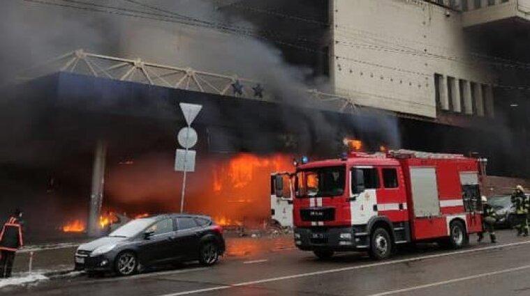 """У центрі столиці загорівся готель """"Експрес"""" - відео"""