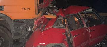 Смертельное ДТП: на Житомирщине грузовик и легковушка столкнулись - фото
