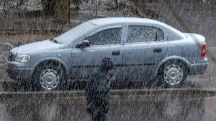 Грози, град та шквали: перший рівень погодної небезпечності оголошено в Україні