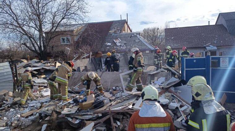 У Києві стався вибух: обвалився гараж та сусідній двоповерховий будинок