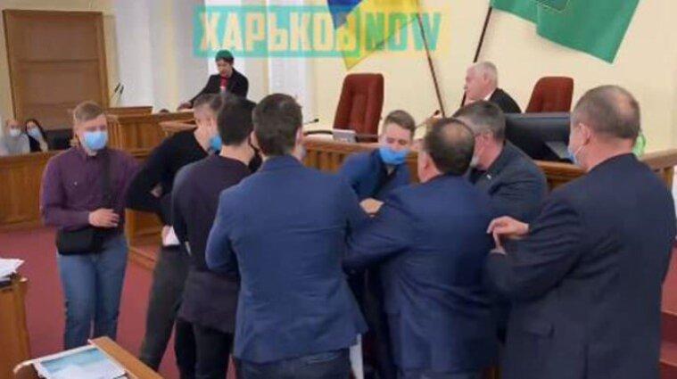 У Харкові на сесії міської ради побили депутатів від партії Шарія - відео