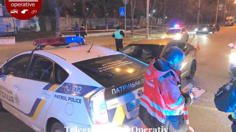 Пошел на таран и получил пулю: В Киеве патрульные задержали нарушителя ПДД выстрелом в голову - видео