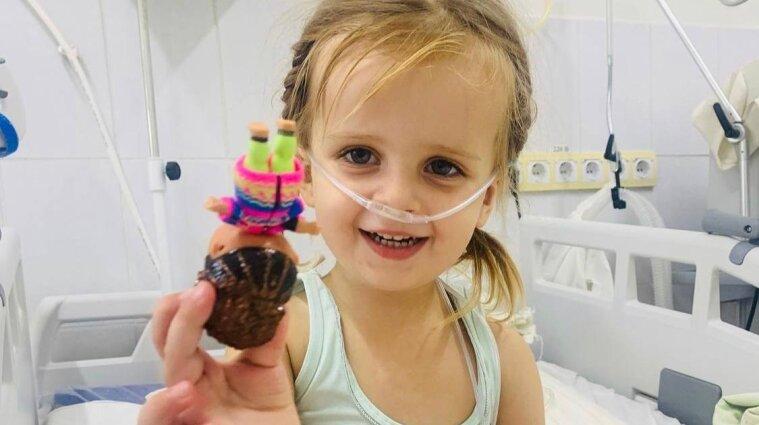 В Харьковской больнице 4-летнюю девочку связывали в реанимации