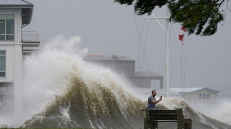 """Річка Міссісіпі змінила напрямок течії через ураган """"Іда"""" (відео)"""