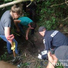 На Сумщині пенсіонер убив свого друга, розчленував і закопав на околиці села (фото)