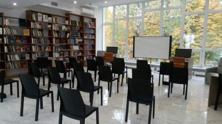 Бібліохаб нового формату відкрився у Києві - фото