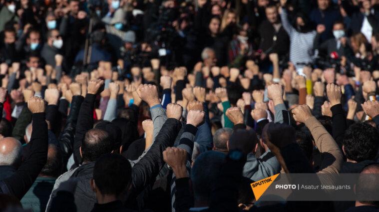 Вірменська опозиція запланувала новий марш з вимогою відставки Пашиняна