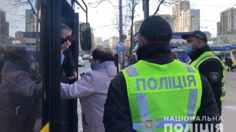 Карантинные патрули вывели на улицы Киева