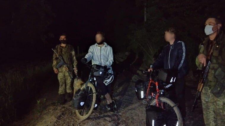 Двое немцев думали, что Украина в ЕС и на велосипедах незаконно пересекли границу