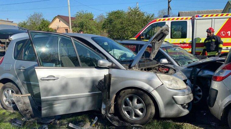 Три авто зіткнулися у Рівному: постраждали четверо жінок та чоловік