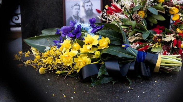 Президент вшанував пам'ять Лесі Українки - фото