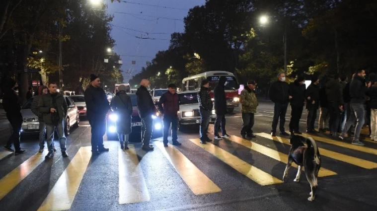У Вірменії протестувальники перекрили вулиці та вимагали відставки Пашиняна