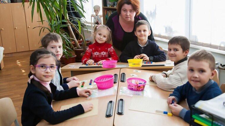 Учитель перестал быть главным в жизни ребенка: спецпроект ко Дню работников образования