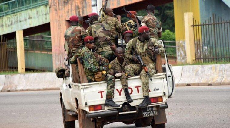 Власть в Гвинее захватили повстанцы: правительство страны распущено, президент задержан