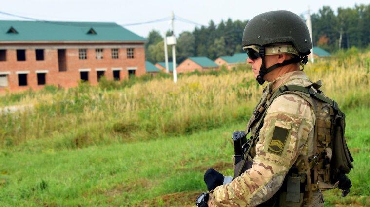 Зарплати військовослужбовцям збільшать в Україні наступного року