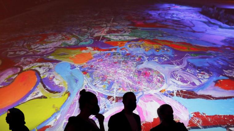 В Дубае продали самую большую картину мира за 62 млн долларов - фото