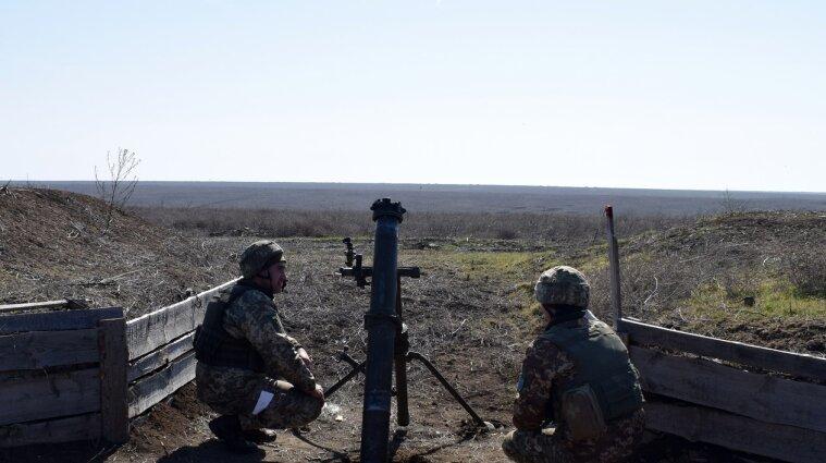 Двох українських захисників поранили бойовики на Донбасі