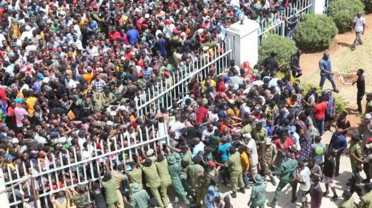 На похороні президента Танзанії затоптали 45 людей (відео)