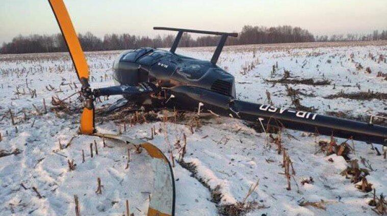 Под Киевом при посадке упал вертолет - фото