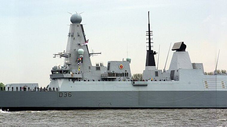Міноборони Великої Британії заперечило обстріл свого корабля у Криму