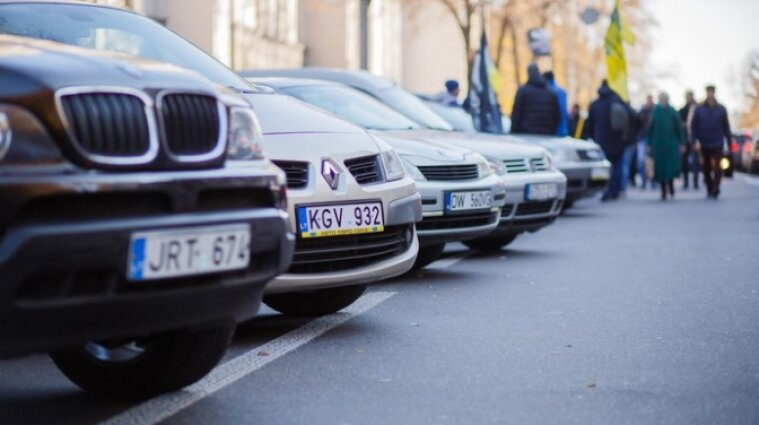 """Растаможить авто можно будет через приложение  """"Дія"""" - Зеленский"""