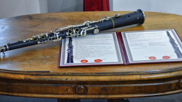 До Закарпатського музею передали унікальний музичний інструмент