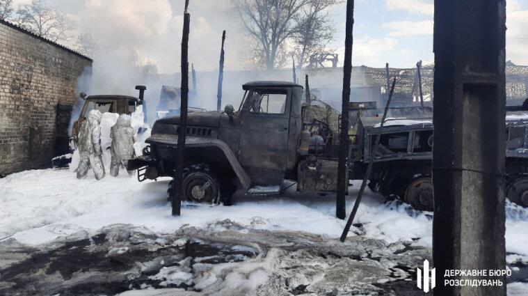 В воинской части в Луганской горели бензовозы, пострадали трое солдат (фото, видео)