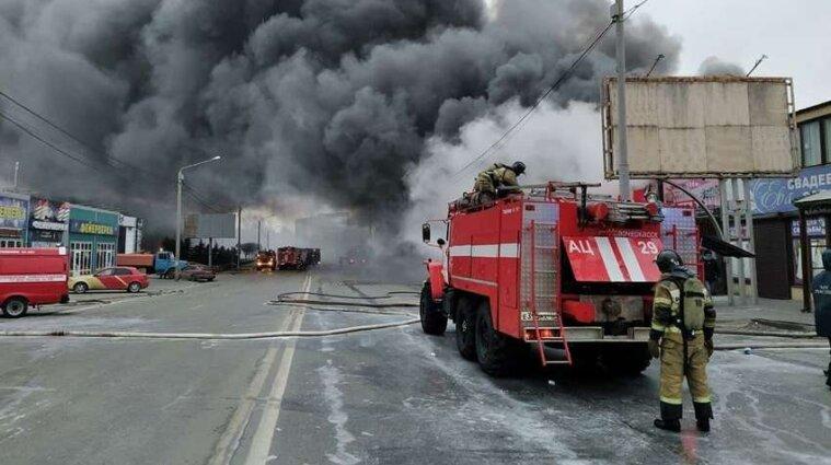В Ростове горел рынок пиротехники - видео